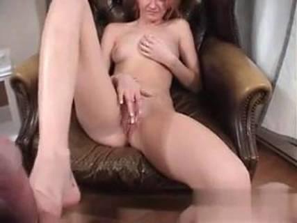 Глядя на меня она мастурбировала