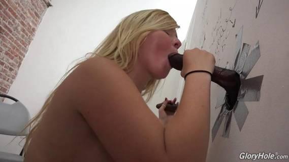 Зашла пописать а следом парень порно фото 311-304
