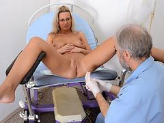 kuda-smotrit-ginekolog-pokazhite-fotkami-film-massazh-orgazma