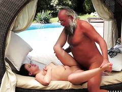 Смотреть порно внучка ласкает богатого любимого деда в хорошем качестве 720 фотоография