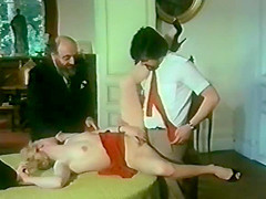 Fesselnde Spiele In Leder. It's no legend that Germans make the best porn movies, and this vintage porn video is one more proof to that. Meet a charming blonde who is a dedicated police officer at weekdays and an avid fan of hardcore sex games at weekends. When one more hard work week is over she and her husband go to the country to spend some time in a cottage of Monsieur Amo, a man who knows everything of carnal pleasures and role games. This is where they'll experience the most exciting things ever, including BDSM, group sex, the art of performing the best blowjobs, using various sex toys and much more...