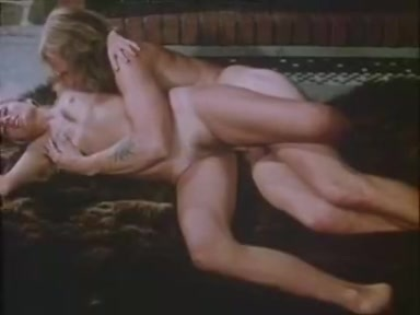 Den K...familjen. Den K...familjen is a Swedish classic porn movie which consists of a beautiful young blonde's sexual fantasies and recollections. Each episode bursts with passion, lust and fervour, be it a lesbian scene, a spectacular blowjob or group sex.