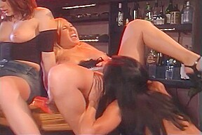 Jezebelle, Mary Carey & Ashton Moore Have Lesbian Threeway. Lezley Zen,Jeze Belle,Mary Carey,Ashton Moore