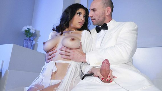 Hot slut Gabriela Lopez is cheating on her rich husband. Check out Hot slut Gabriela Lopez is cheating on her rich husband on FRPRN.com