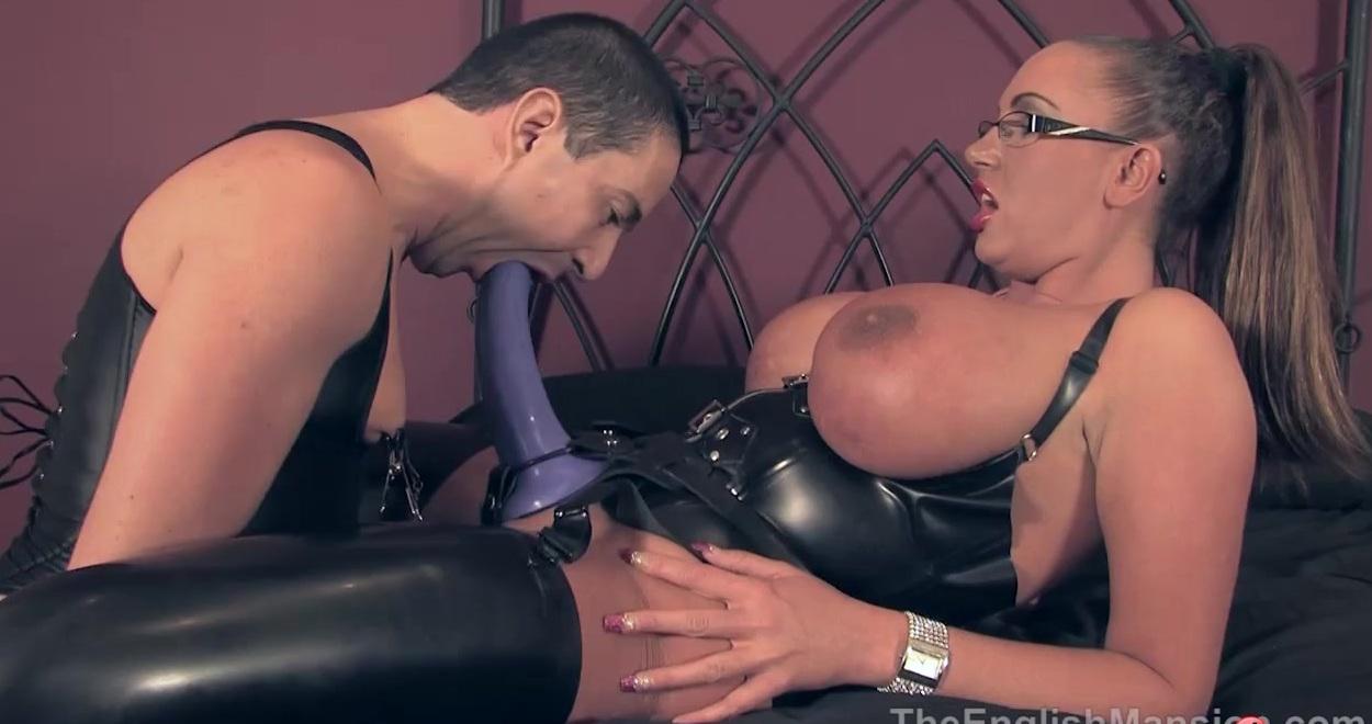Порно госпожа в кожаном жестко страпонит в рот смотреть видео онлайн пьер арманд матадор