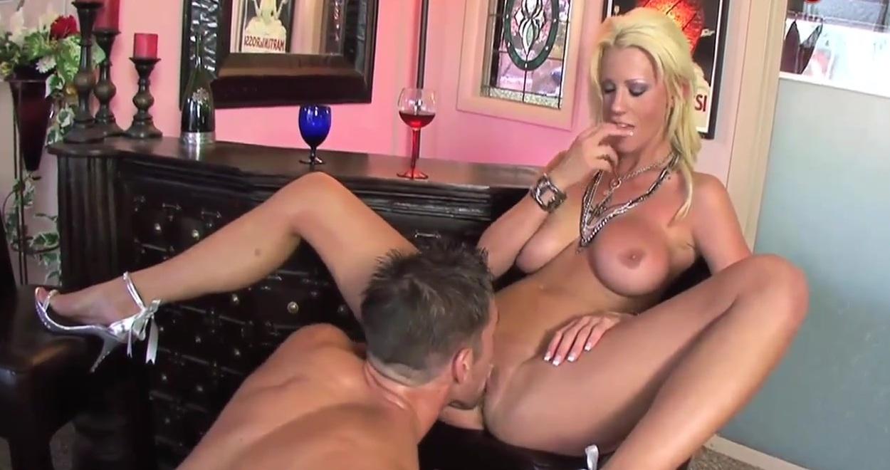 porno-video-kunilingus-blondinkam