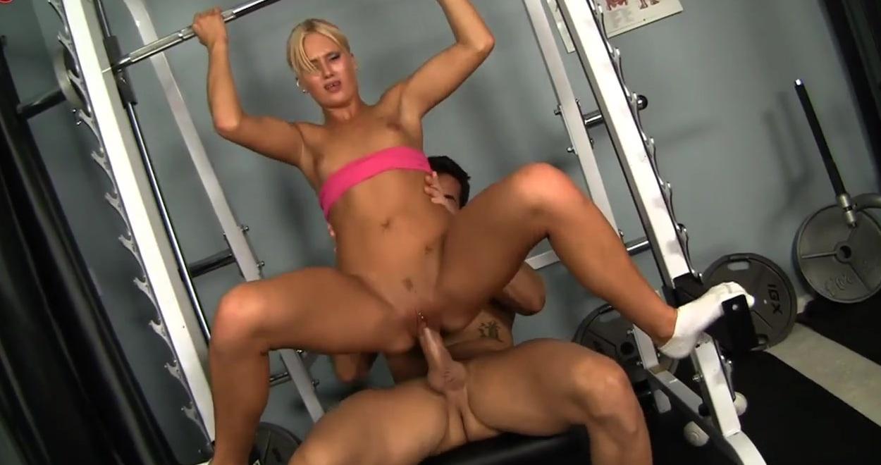 Порно онлайн голая на тренажерах