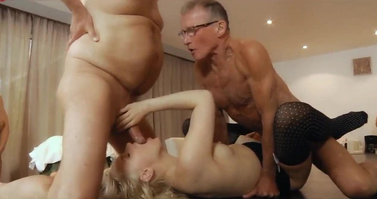 смотреть онлайн порно толпа стариков ебут молодуху
