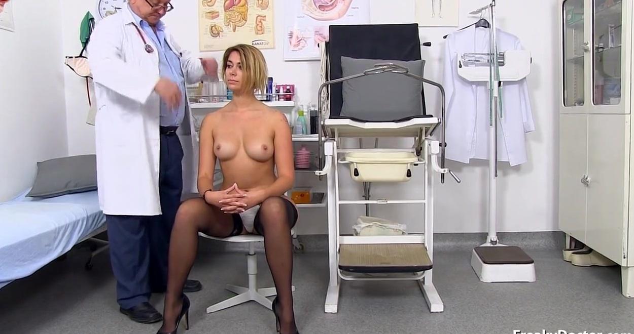 девушки гинекологе