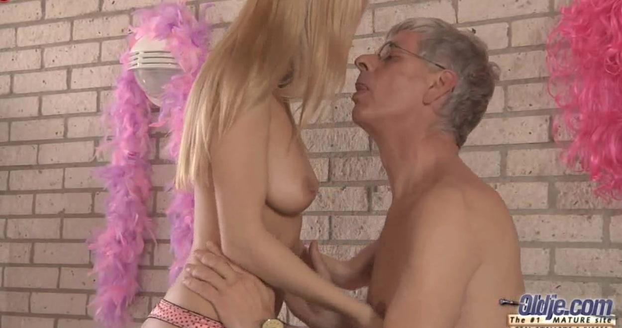 Вот что любят пенсионеры порно видео фото 145-262