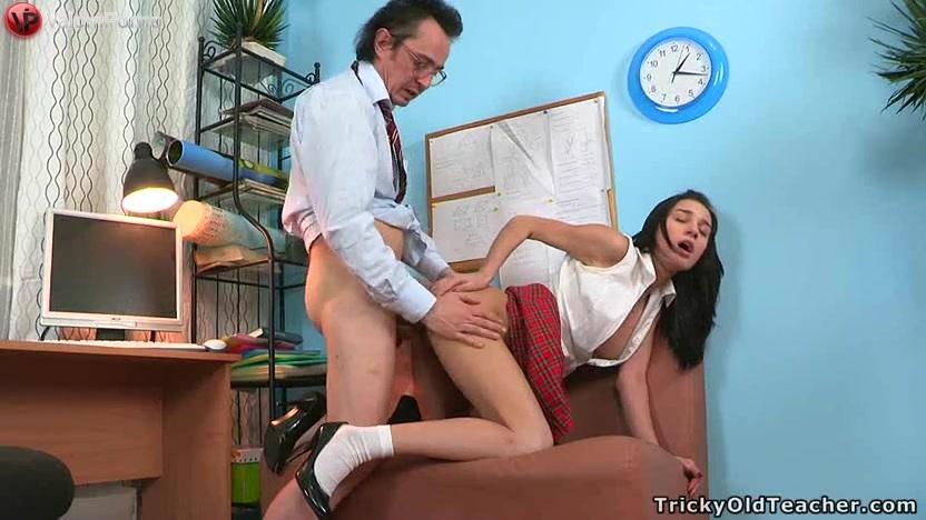 Порно учитель принел игзамен у двух девуше фото 446-781