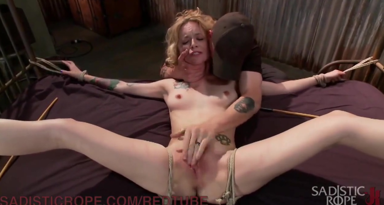 Порно фото маньяк силком затащили в подвал