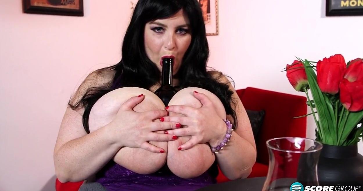Пьяная девушка дрочит бутылкой шампанским видео фото 641-425