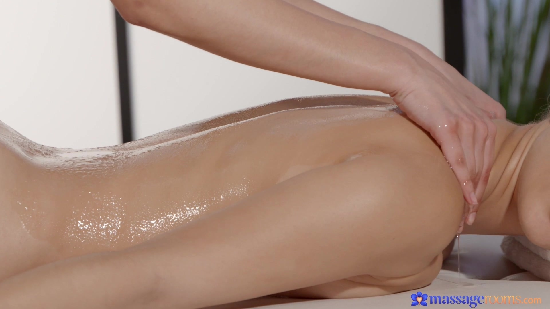 eroticheskiy-massazh-s-viezdom