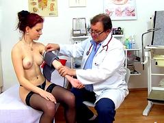 ginekolog-zhenshina-video
