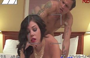 Умелая девка снимается во порно.