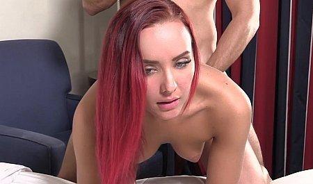 Рыжую Девицу Тестируют На Кастинге