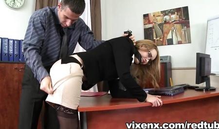Секс Непосредственного Начальника И Молодой Секретарши На Рабочем Месте