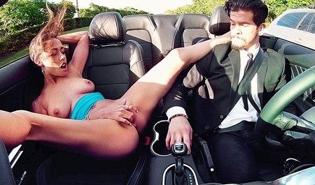 Хрупенькая, Рыжеволосая Девушка Использует Секс Машину, Что Бы Испытать Оргазм Смотреть