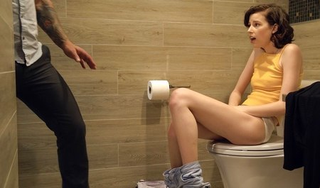 Взяла С Собой В Туалет Вибратор И Кончила На Полу