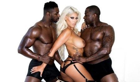 Ловелас Прямо На Улице На Всю Катушку Отодрал Сексуальную Блондинку