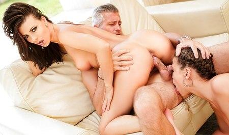Блондинка отдается любовнику, найденному на сайте знакомств - порно фото