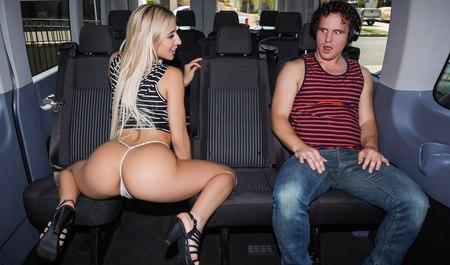 Порно Поглаживать На Автобусе