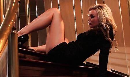 Сексуальную Миниатюрную Эротическую Фото Модель Abby Хочется Обнять И Приласкать