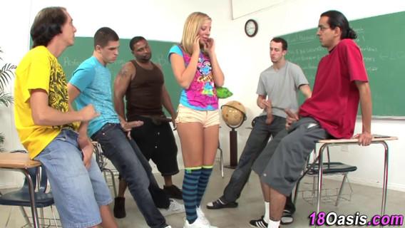 Студентки проходят сексуальную инициацию