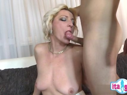 Порно ролики мать и сын так были поглощены
