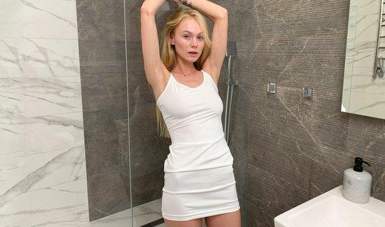 Стройная Блондинка Покажет Первоклассную Мастурбацию