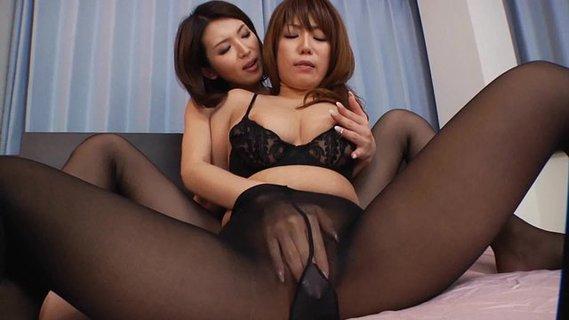 pokazat-porno-kitayanki-lesbiyanki-v-chernih-chulkah-prikolnie-momenti-vremya