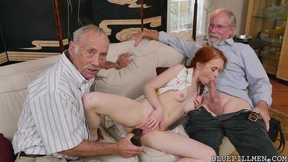 Порно видео старичок ебет рыженькую