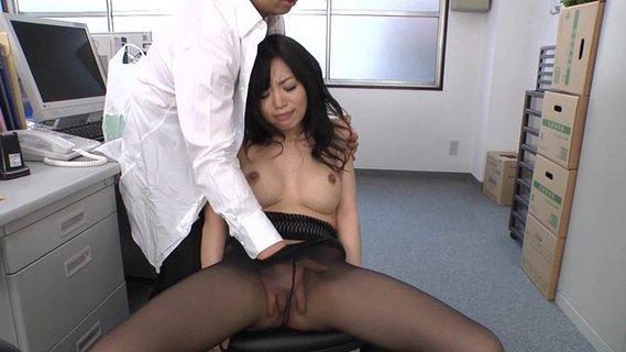 начал смотреть порно в офисе азия комнату зашло ещё