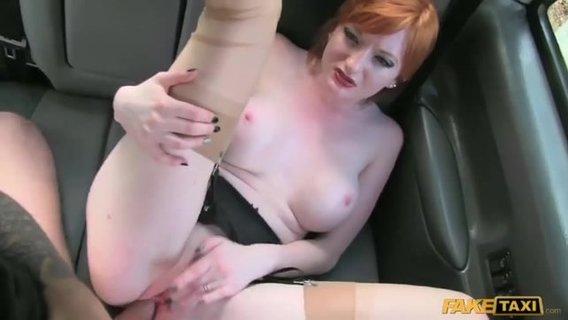 порно видео в машине с рыжей грзинок