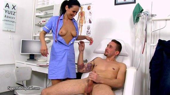 врач стоматолог дрочит пациенту член через