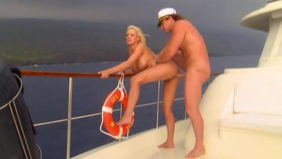 Парень Трахал Свою Девушку В Каюте На Оранжевом Диване, Это Был Секс На Яхте Смотреть