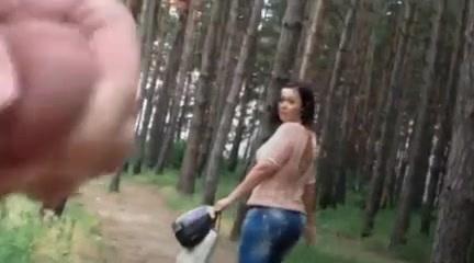 он, очевидно, дрочка в лесных парках одной двух