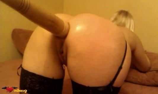 Ебущихся порно биту засунули в жопу черлидерше шестеро одной одновременно