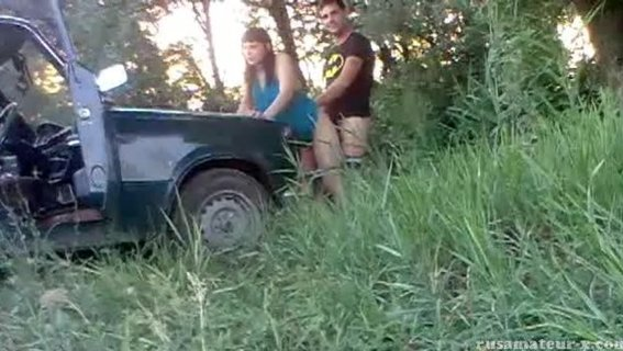 Русский секс втроём на природе
