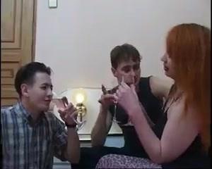 Вызывающий вид обнажённой русской бляди