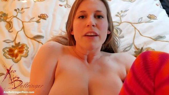 Муж пихает пенис в промежность толстозадой партнерши и прерывается на куни