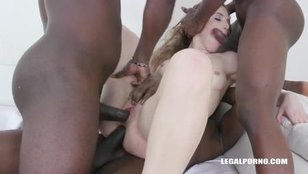 Сексуальная Девушка Ебется С Четырьмя Неграми