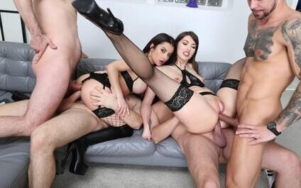Парень Ебет Толпу Девушек На Вечеринке  Секс Фото Парня С Двумя И Более Девушками
