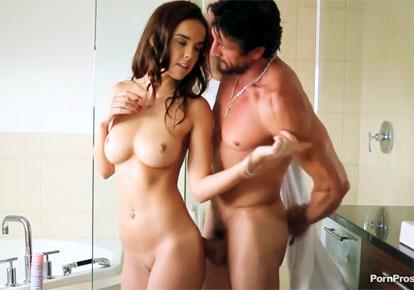 Секс видео папа моет дочь