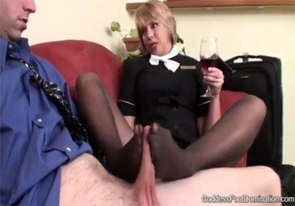 Стюардесса дрочит ножками, частные порно спектакли