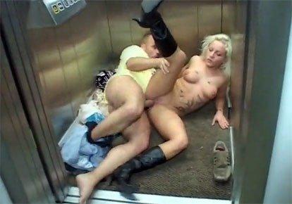 Ебля в лифте