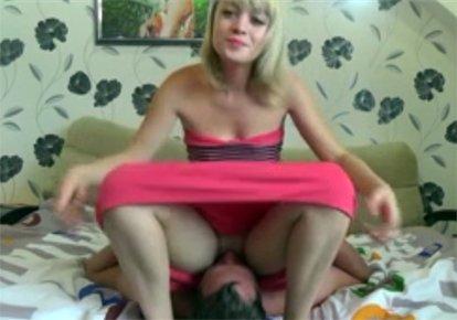 блондинка частное порно села на лицо дома русское клип порнуху