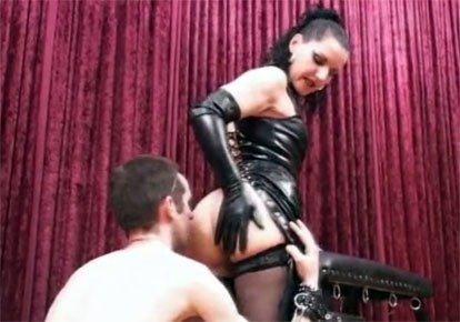 Смотреть онлайн раб лизун русской госпожи эротика