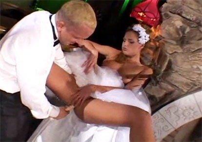 Жених в армии а невеста трахается со свекром, элитное порно видео с красотками